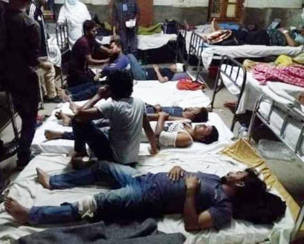 বরিশাল বিশ্ববিদ্যালয়ে মধ্যরাতে শ্রমিকদের বর্বর হামলায় ১১ শিক্ষার্থী আহত: সড়ক অবরোধ